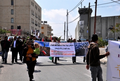 3__The_demonstration_passed_the_Seperatioon_Wall__Palestine_Monitor_.jpg