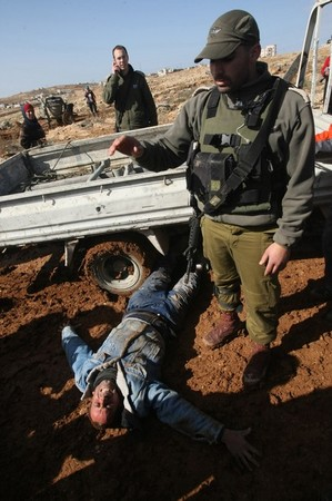 army-terror-jan25-2012-hebron-2.jpg